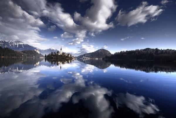 Magic+Bled+Island%252C+Slovenia%25E2%2580%2599s+Picturesque+Wedding+Location+%25282%2529.jpg