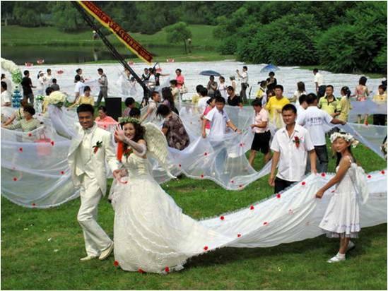 timeless victoria: el vestido de novia con la cola más larga del mundo.