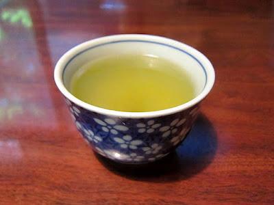 湯呑みの緑茶