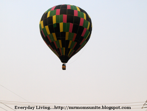 photo of a hot air balloon