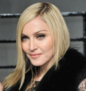 Oscars 2011 Madonna Got More Plastic Surgery For The Occasion 3 Clubnation