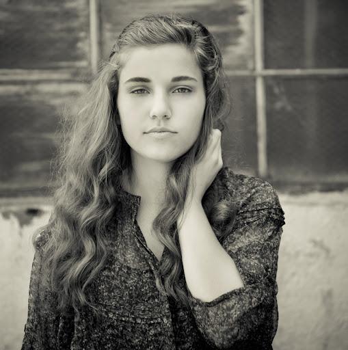 Paige Mckenzie Photo 22