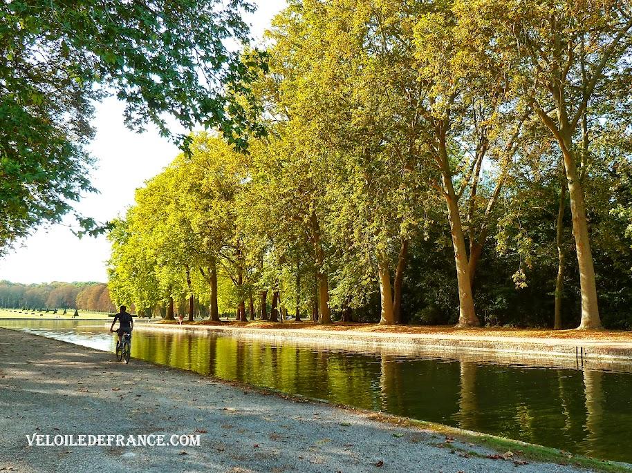 Le Grand Canal - E-guide balade circuit à vélo au Parc de Sceaux et villages par veloiledefrance.com