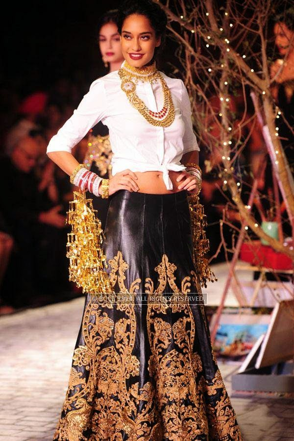 Lisa walks the ramp for Monisha Jaisingh on Day 3 of India Couture Week, 2014, held at Taj Palace hotel, New Delhi.
