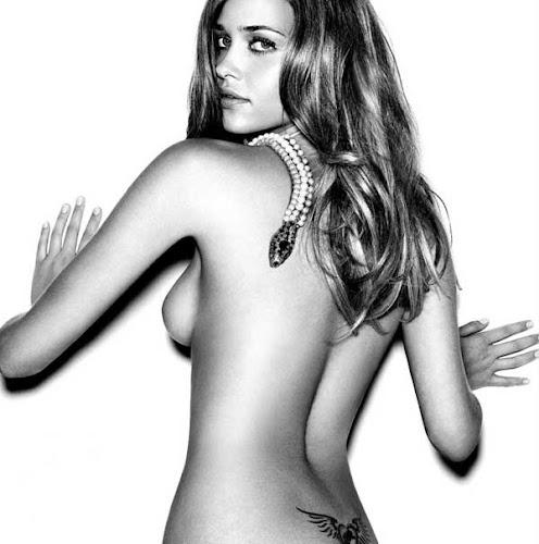 Ana Beatriz Barros, desnuda