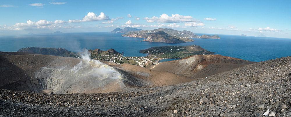Вид на Эоловы острова