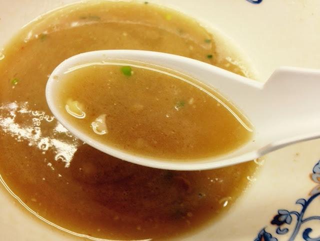 無法松ラーメンの豚骨スープ