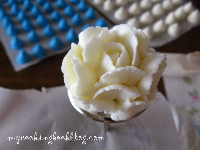 Как се правят рози от маслен крем