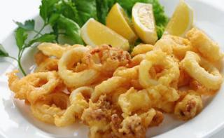 Καλαμάρια τηγανιτά,fried squid.