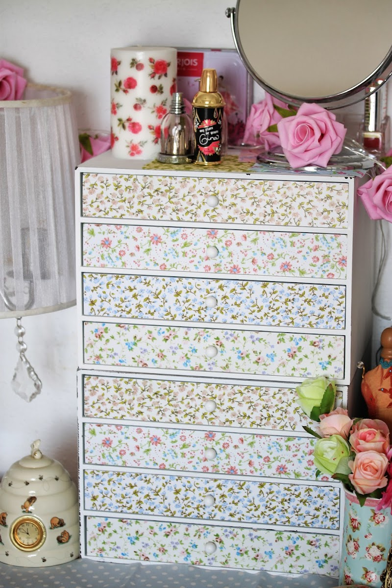 Mueble shabby chic para organizar el maquillaje by tape - Muebles shabby chic online ...