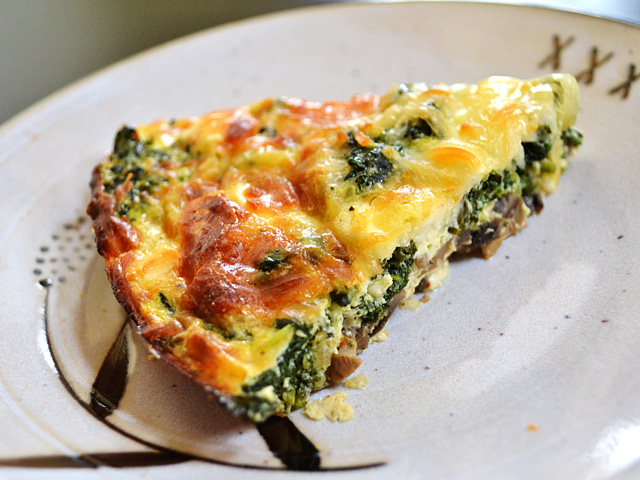 This easy and delicious for Spinach Mushroom and Feta Crustless Quiche is low on carbs and big on flavor. This veggie filled breakfast will keep you full and happy. BudgetBytes.com