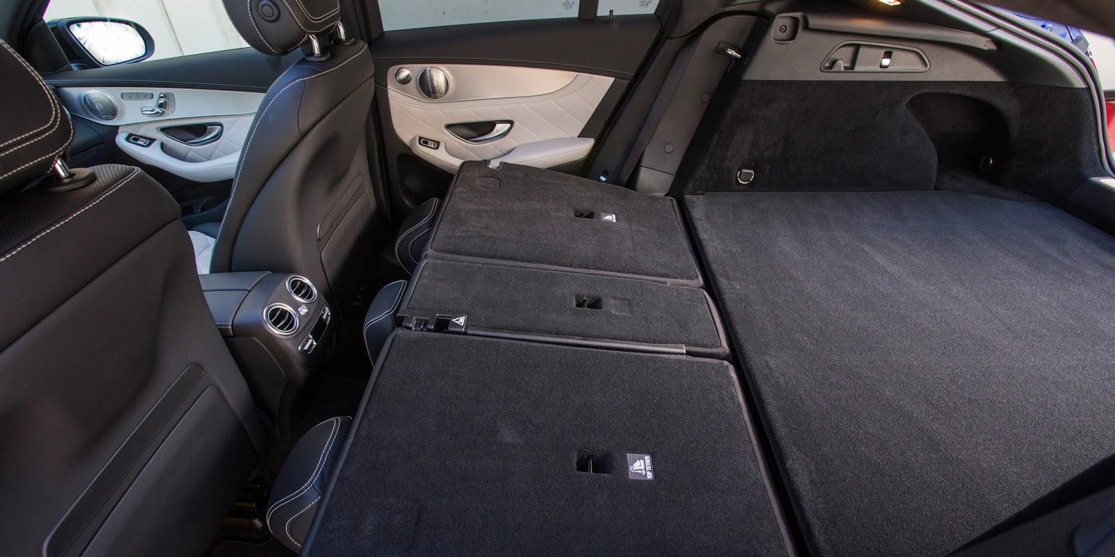 Hạ hàng ghế thứ hai xuống sẽ cho một không gian hành lý rất rộng