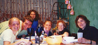 Giuseppe y unos amigos de la universidad, en su apartamento de Bogotá