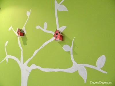 Pintar un árbol en la pared.