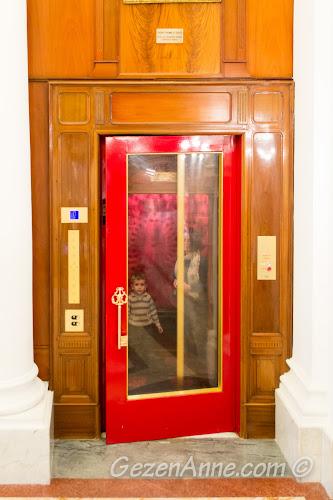 otantik asansörden inerken, Le Negresco Otel Nice