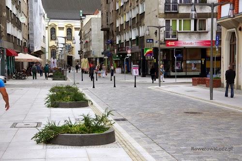 Ładna przestrzeń publiczna tylko dla pieszych i rowerzystów.