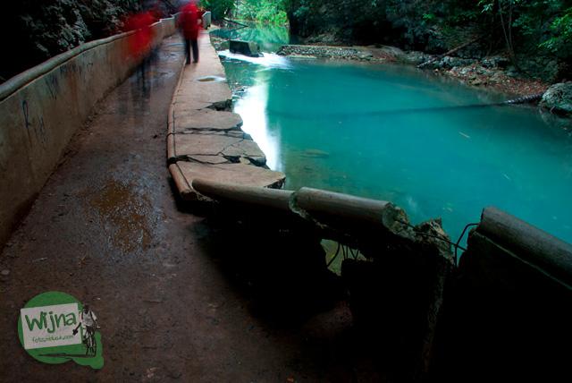 berjalan kaki menyusuri indahnya sungai Pattunuang, Maros, Sulawesi Selatan