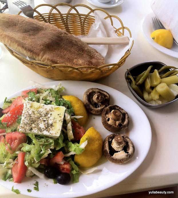 грибы гриль, греческий салат, пита, деревенский салат кипр, пафос, фастфуд на кипре