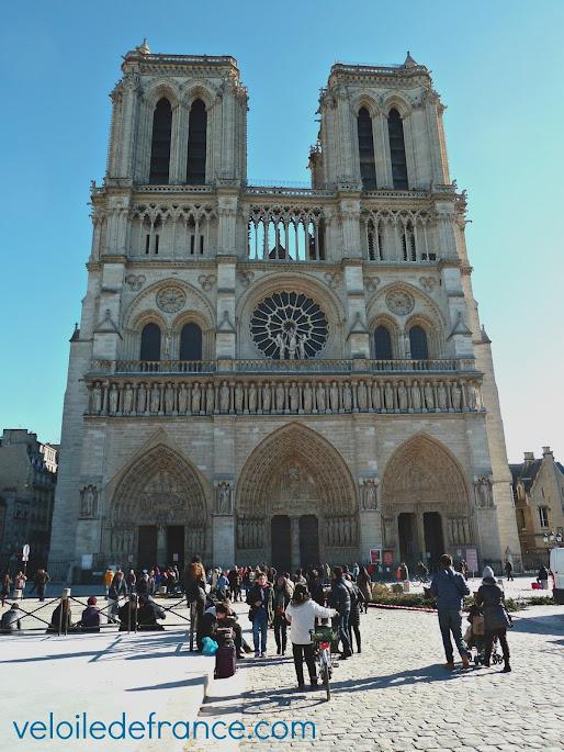 Cathédrale Notre Dame de Paris - e-guide balade à vélo de Paris Montparnasse à Notre Dame par veloiledefrance.com