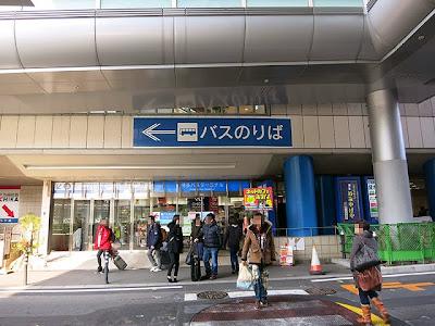 博多口にあるバスセンターの入口