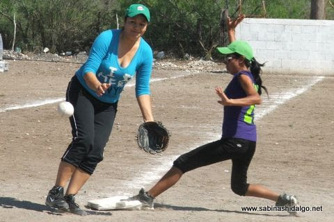 Gloria Velázquez de Rebeldes en el softbol femenil del Club Sertoma
