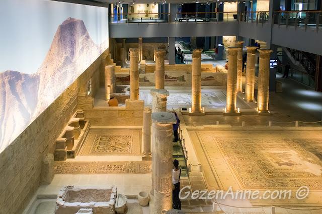 Zeugma müzesinde sergilenen mozaikler, sütunlar, Gaziantep