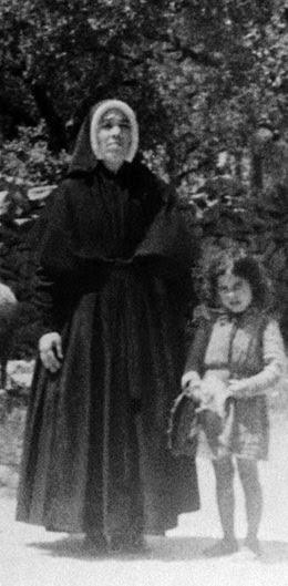 Irmã Lúcia e uma crianças com um rebanho de ovelhas, 1946-05-21, Santuário de Fátima