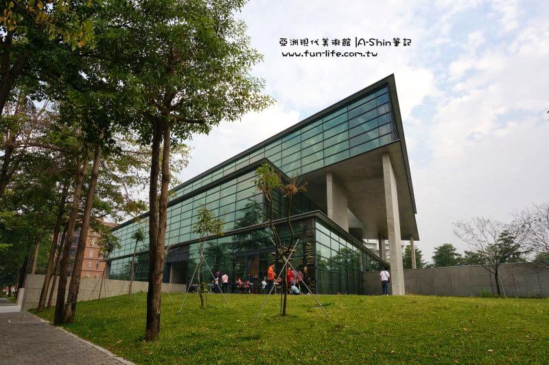 多雲的亞洲現代美術館拍起來帶點憂鬱