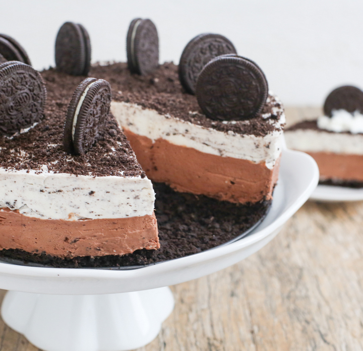 close-up photo of a cheesecake on a cake stand