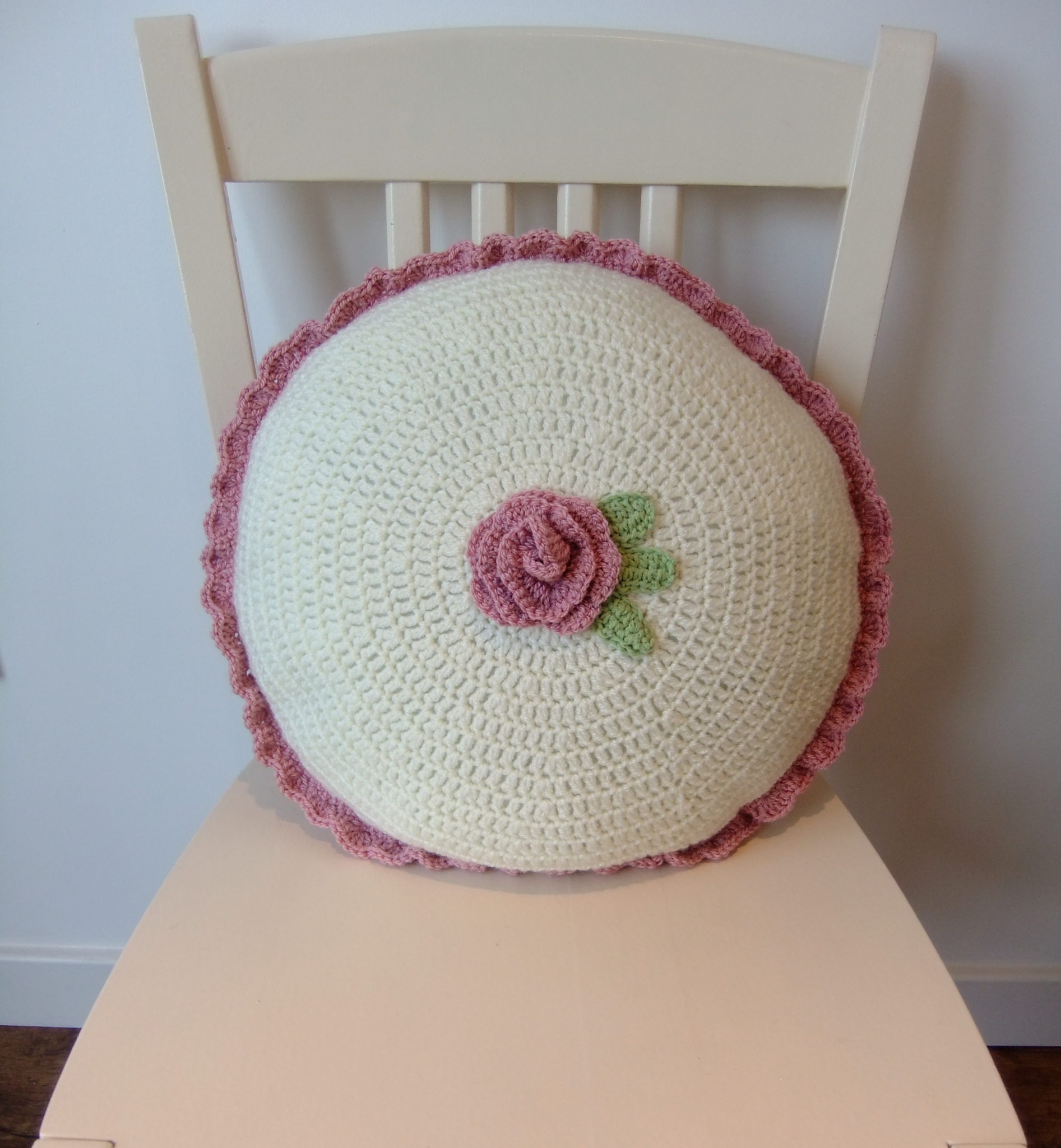 Knitting Pattern For Round Cushion Cover : Ladybird Diaries: Round Crocheted Cushion