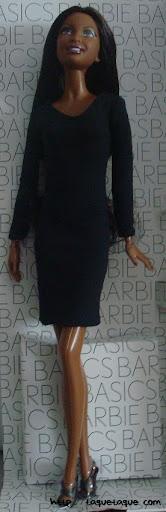Barbie Basics LBD #10: foto de la muñeca y del vestido, más de cerca