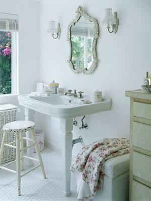 Shabby chic bathroom looks i heart shabby chic - Lamparas estilo shabby chic ...
