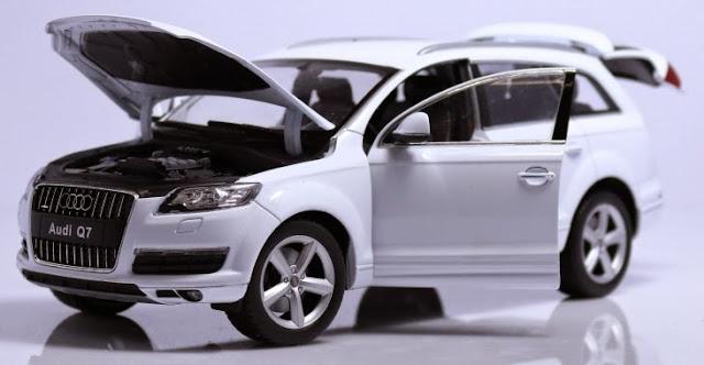 Hình ảnh tinh tế bắt mắt của chiếc xe mô hình Audi Q7 tỷ lệ 1/18