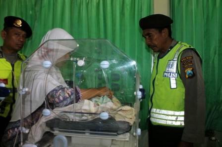 Bayi saat dirawat di ruang perinatologi RSUD dr Soeroto Ngawi