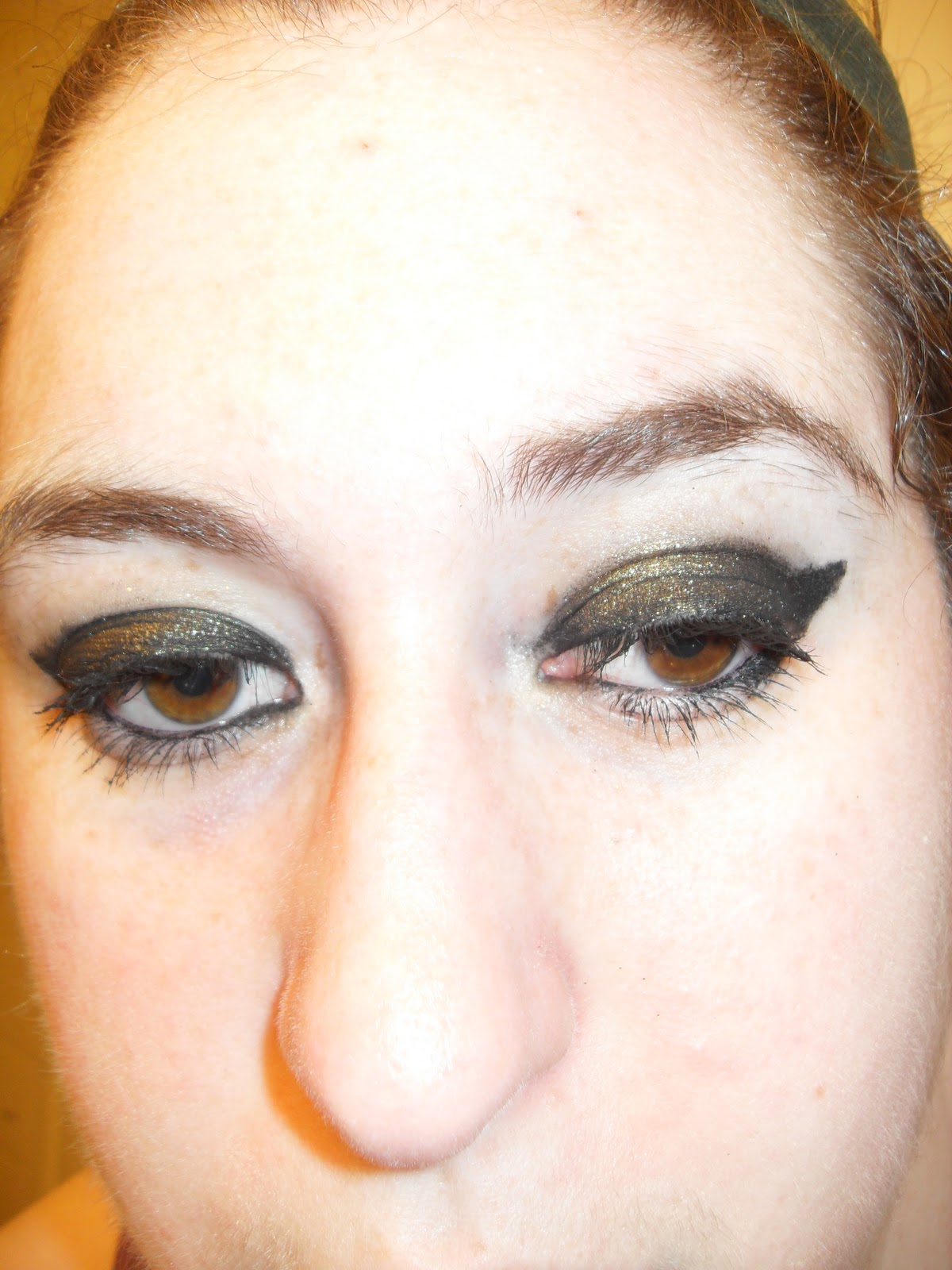 Makeup & Beauty | Jeweled Thumb: Inara Eye Look