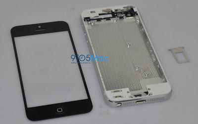 iPhone5のものと思われるバックプレートとフロントパネル