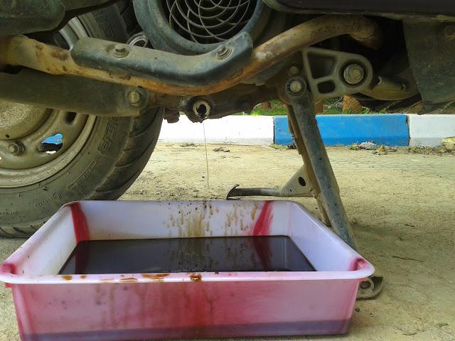 Honda Scooter (Engine & Gear Oil Change)