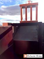 Tobera anti-chispas, anti-llamas, anti-incendios. Diseñada para evitar incendios. Realizada en acero inoxidable. Consta de circuitos internos que evacuan el humo evitando el ascenso de las llamas o chispas.