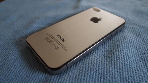 62662952753 Alcuni rumors sostengono che siano stati avvistati a Foxconn ,alcuni prototipi  di iPhone 5 ed Intel conferma che avrà un design molto simile all'iPhone 4.