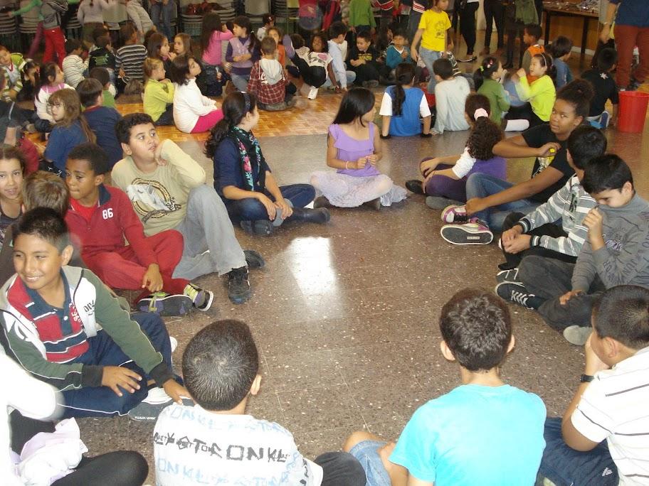 Ball a la Castanyada de l'Escola Pere Vila de Barcelona