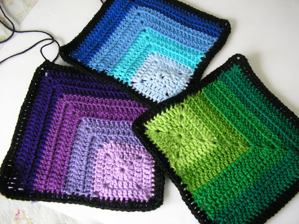 Justjen-knits&stitches: Corner Squares and a Sheep.