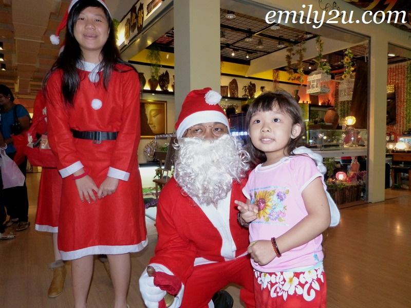 Santa Claus Walkabout @ De Garden