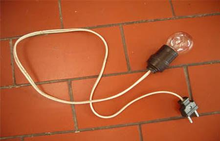 Kabel dan Cahaya Lampu