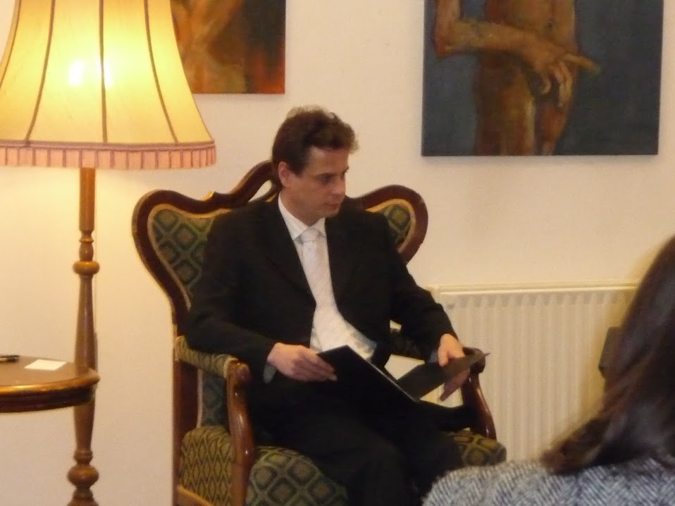 Kép az előadó színművészről