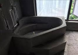 Bước 2: Trát bồn tắm