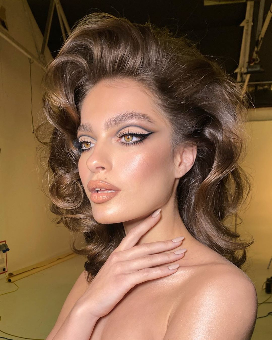 cut crease - Nikki Make Up