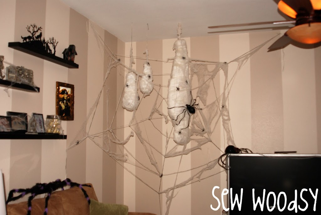 Life-Size Spider Web & Webbed Accessories