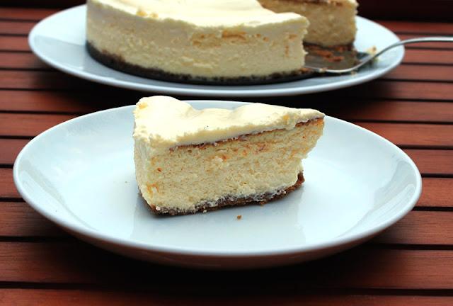 frisch angeschnittener Cheesecake