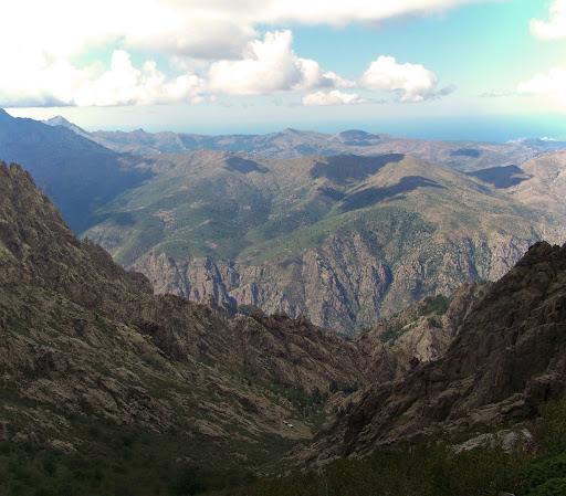 Dans la descente du vallon des bergeries de Bradani