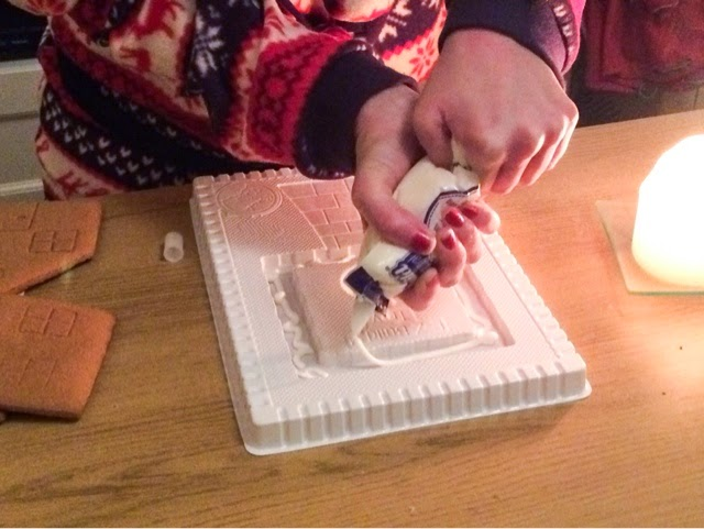 making-a-gingerbread-house